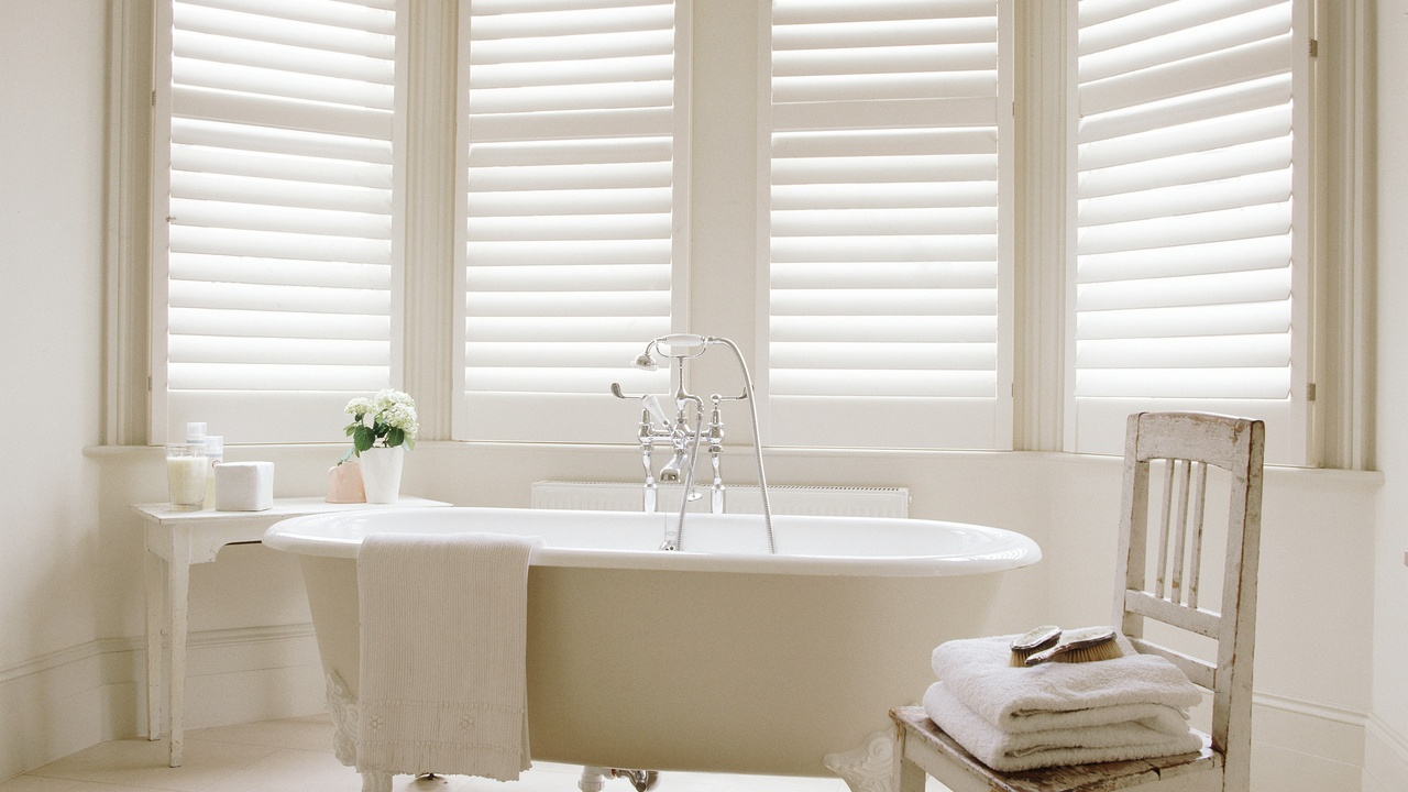 Interior shutters acadian custom shutters for Interieur shutters